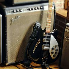 Rickenbacker '60s 370 owned by Johnny Marr