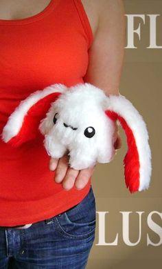 Fluse Kuschel Hase,in weiss-rot,aus hochwertigem farbechtem Kuschel -Plüsch undFell-Imitat . Augen sind aus Filz) ! Einzelstück!Unikat! Nach eigener V