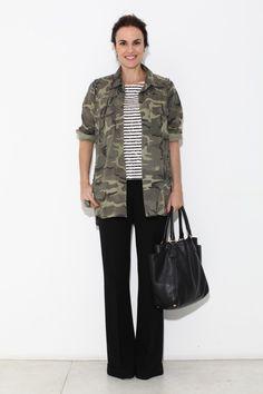 Casaco Zara, blusa J.Crew, calça Carina Duek e bolsa Prada.