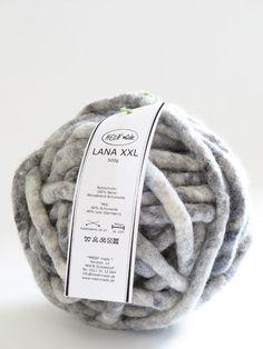garn lana xxl mesh' made Giant Knitting, Arm Knitting, Knitting Patterns, Knitting Blankets, Wool Yarn, Wool Felt, Textiles, Jute, Big Knits