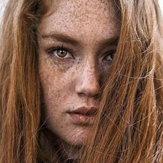Beautiful Freckles, Beautiful Red Hair, Gorgeous Redhead, Gorgeous Eyes, Black Hair And Freckles, Red Freckles, Redheads Freckles, Ginger Hair Color, Girls With Red Hair