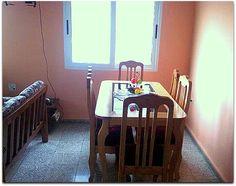 Detalle del salón comedor. Cuba, Dining Table, Furniture, Home Decor, Live, Apartments, Decoration Home, Room Decor, Dinner Table