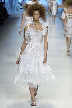 See the complete D&G Spring 2006 Ready-to-Wear collection.