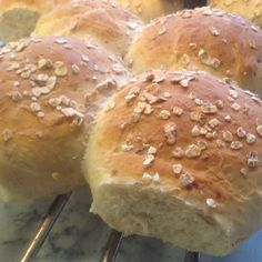 Etter hev i time. Bread Recipes, Cooking Recipes, Savory Snacks, Biscuit Recipe, Food For Thought, Scones, Bakery, Food And Drink, Favorite Recipes