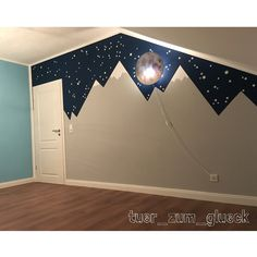 Kinderzimmer Mountainmural mit Sternenhimmel Children's room mountain mural with starry sky Children Sky Nursery, Nursery Room, Kids Bedroom, Bedroom Decor, Train Nursery, Bedroom Ideas, Baby Boy Room Decor, Baby Boy Rooms, Baby Room