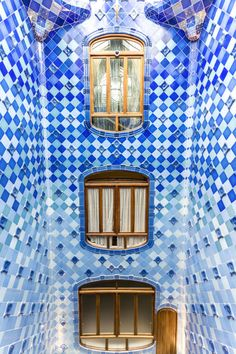 Stock photo for license and print - Spain, Catalonia, Barcelona. Gaudi Mosaic, Art Nouveau, Barcelona Architecture, Spanish Architecture, Blue Mosaic Tile, Stone Facade, Gothic Mansion, Antoni Gaudi, Moorish