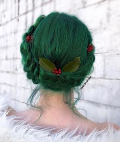 5 Christmas Hair Trends 2018 - Rainbow Hair Colour Looking for some Christmas hair inspiration for the holidays? Christmas has always been a time for festive flair. Find out what Christmas hair styles are blowing up this year. Black Cherry Hair, Pelo Multicolor, Color Fantasia, Cool Hair Color, Hair Colour, Christmas Hairstyles, Green Hair, Blue Hair, Mint Hair