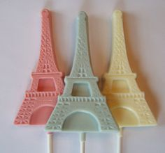 """Eiffel Tower Lollipops: I put this in """"Fun for the Kids,"""" but it's really fun for Jeananne ; Parisian Wedding Theme, Paris Theme, Parisian Party, Paris Wedding, Wedding Blog, Bridal Shower Favors, Wedding Favours, Party Favors, Paris Party Decorations"""