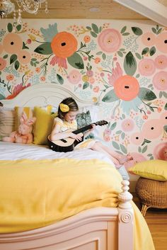 8 Cheap Ways to Revive Your Bedroom in a Weekend Pink floral wall paper and yellow bedding? Childrens Bedroom Wallpaper, Children Wallpaper, Bedroom Wallpaper Flowers, Little Girl Wallpaper, Pink Wallpaper, Diy Projects Apartment, Kids Interior, Interior Design, Room Interior