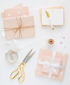 We love a good excuse to wrap pretty gifts for the people we love most. Who's your lucky Valentine this year? #sugarpaper