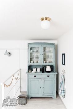 tejfesték - provence - a tálaló festése Milk Paint, Herd, China Cabinet, Provence, Diy Furniture, Restoration, Kitchen Cabinets, Minimalist, Cottage