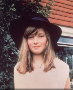At the age of ten, Princess Diana was a beautiful girl with nice face and stylish outfits