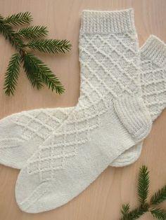 Lystikäs koti: 10. luukku Crochet Socks, Diy Crochet, Knitting Socks, Crochet Stitches, Hand Knitting, Knitting Designs, Knitting Projects, Knitting Charts, Knitting Patterns