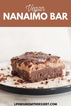 This is the ultimate healthy nanaimo bar. Made with vegan ingredients, this sweet vegan nanaimo bar is creamy and delicious. Easy To Make Desserts, Easy Desserts, Delicious Desserts, Healthy Desserts, Nanaimo Bars, Easy No Bake Cheesecake, Chocolate Graham Crackers, Vegan Dessert Recipes, Chocolate Recipes