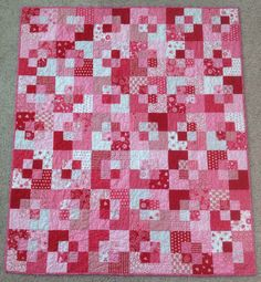 Five and Dime quilt. very easy. http://www.youtube.com/watch?v=gyZu-j720nw&feature=share&list=UUWnhR7raxVFDHmDXqCIzuAw&index=6