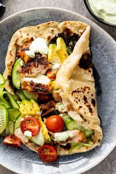 Juicy chicken shawarma marinated in spiced yogurt then grilled is a delicious di. Juicy chicken shawarma marinated in spiced yogurt then grilled is a delicious dinner served wrapped in easy flatbread with crunchy vegetables. Healthy Food Recipes, Cooking Recipes, Yummy Food, Easy Recipes, Healthy Recipes With Chicken, Beef Recipes, Easy Flatbread Recipes, Tasty, Cooking Bacon