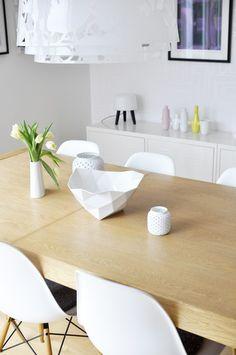 Via Boligpluss | Muuto Crushed | Eames Dsw | Milk Lamp | White and Wood | Dinnertable
