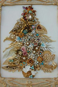 Old jewelry made into a Christmas tree Jeweled Christmas Trees, Christmas Tree Art, Christmas Jewelry, Vintage Christmas, Christmas Crafts, Xmas, Costume Jewelry Crafts, Vintage Jewelry Crafts, Recycled Jewelry