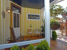 Yellow Cottage - Charming Victorian Cottage with Large Yard and Walk To Beach, La Jolla, California, United States