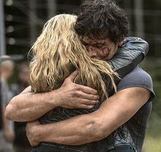 My little #Bellarke-loving heart is super excited about next week's #The100. Look at this photo! Look at those arms!