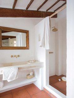 Cuarto de baño en un establo rehabilitado en Menorca.
