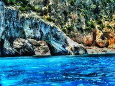 Cala Goloritzè. #SpiaggediSardegna Tra blu e archi di calcare.