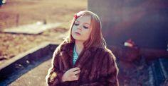 Mãe fotografa filha vestida de personagens (Foto: Kelly Lewis/Divulgação)