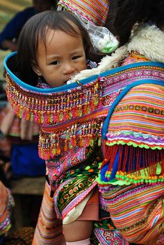 Beautiful collection of babywearing photos from around the world (mostly Asia, Africa, South and Central America). Gorgeous! via Flickr
