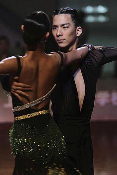 Shanghai 2010 [elegant back design] - More Photos: http://www.flickr.com/photos/laohaiying/5251524484/in/set-72157625449288235