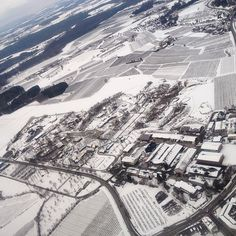 """The south of Germany is again a """"Winter Wonderland"""", was it snowing the past night where you live as well? ❄️ #snow #inflight #embraer #ravensburger #spieleland #bodensee #unserbodensee #meckenbeuren #ravensburg #tettnang #liebenau #nature #schnee"""