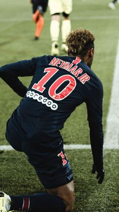 Neymar podnosi się z kolan PSG Mbappe Psg, Neymar Psg, Neymar Football, Sport Football, Best Football Players, Soccer Players, Depay Memphis, Neymar Images, Neymar Jr Wallpapers