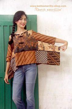 Blouse Batik, Batik Dress, Mode Batik, Modest Fashion, Fashion Dresses, Batik Kebaya, Amarillis, Batik Fashion, Indian Designer Outfits