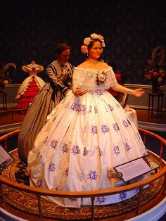 Mary Lincoln Figure/Innaugaral Ball Gown by jtdafforn@sbcglobal.net, via Flickr Mary Todd Lincoln, Abraham Lincoln, First Lady Portraits, Southern Belle Dress, Vintage Dresses, Vintage Outfits, Civil War Fashion, Hoop Skirt, Costume Collection