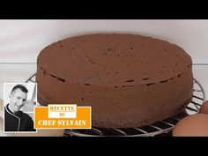 Chocolate sponge cake - Easy recipe by Chef Sylvain Dessert Party, Party Desserts, Ganache Au Nutella, Sponge Cake Easy, Chocolate Sponge Cake, Easy Cake Recipes, Party Recipes, Biscuits, Easy Meals