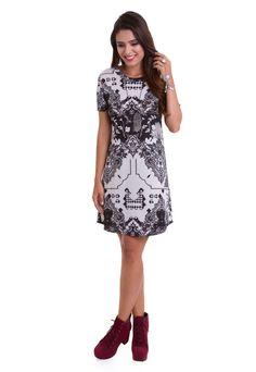280d6d1e7b O vestido curto estampado em preto e branco da Manola é confeccionado em  liganete. O