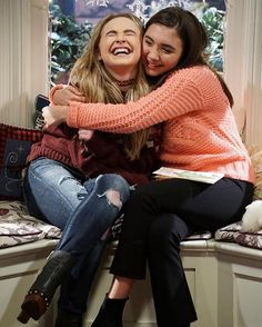I'm so sad if u didn't know gmw got cancelled this week I loved this show it taught me all about life and because of it I know more about the world than my fiends. I feel I have learnt more from gmw than I have in school. But let's savour what we have left 2 amazing gr8 episodes coming. Let's savour those moments with Riley and Maya Riley and Lucas or whoever u ship. Just always remember one of the first lessons we were taught was When Your Ready Take On The World ❤️