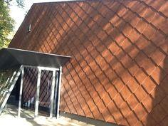 "Zeeleeuwentheater ""Blue Lagoon"" Ouwehands Dierenpark, Rhenen  Architect: Solo Architectuur Product: Caiman Coating: Edyxo Gaya 72Ga Losagne van voorgelakt staal, ruitvormige losagnes"