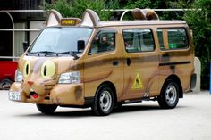 Japanese school bus... what a fun way to go to school! Your own Totoro bus!
