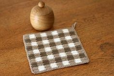 ギンガムチェックのかぎ針編みマットの作り方|編み物|編み物・手芸・ソーイング|ハンドメイド | アトリエ
