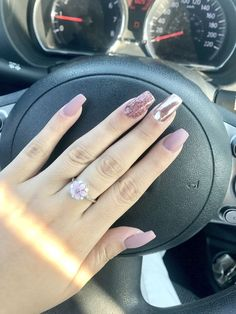 Classy Nail Designs To Fall In Love - cherry-toptrendsp. Classy Nail Designs To Fall In Lo Classy Nails, Trendy Nails, Cute Nails, Nails Now, My Nails, Classy Nail Designs, Manicure E Pedicure, Gold Nails, Gold Glitter