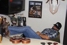 Mood Luke Bryan Pictures, Luke Bryans, Country Singers, Big Star, Luther, Chilling, Families, Mood, Boots