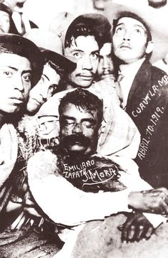 Related image Mexican Heroes, Mexican Art, Mexican American, American History, Creepy Photography, Pancho Villa, Mexican Revolution, Human Oddities, Aztec Calendar