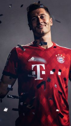 Book full of memes. Football Boys, Football Memes, World Football, Football Videos, Robert Lewandowski, Bayern Munich Wallpapers, Football Workouts, Germany Football, Messi Soccer