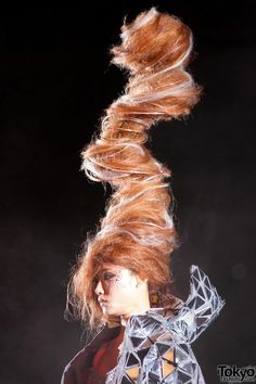 """Japanese Hair Show 2012 - tornado hair - """" oh hey, maybe she used one of those air dryer curler thingies.  See this funny video by graveyard girl who tries to demonstrate how it works: http://www.youtube.com/watch?v=NJx5QLOeC3U"""