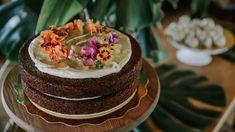 Amamos el chocolate y te lo traemos en esta presentación, así luce nuestra torta chocolate para tu boda o evento especial. Una presentación única. Conoce más de nuestros postres en nuestra página web. Torta Chocolate, Catering, Cake, Desserts, Food Cakes, Special Events, Wedding, Tailgate Desserts, Kuchen