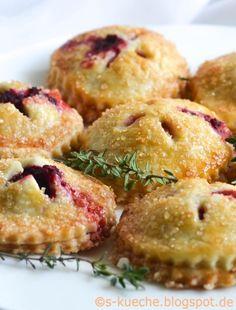 Perfektes Partyfood: Hand Pies mit Ziegenfrischkäse, Cranberries oder Roter Bete // hand pies recipe
