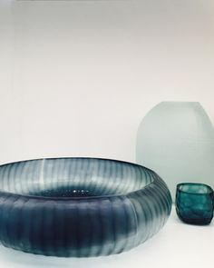 GUAXS Glass - Gobi Bowl in ocean blue/indigo, Patara Round in sky and Yava Tealight in clear/petrol. #guaxs #glass #vases #bensstore #munich #luxuryproducts #decoration #glassvases #living
