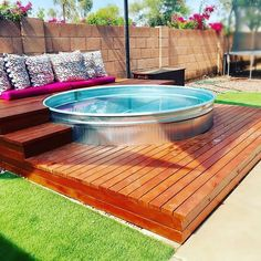 Wicked 17 Gorgeous Stock Tank Pool Ideas For Small Backyard The idea of ​​a stock tank pool is a unique idea. In contrast to swimming pools in general, like the name of this pool is made of a tank that is usual… Diy Swimming Pool, Diy Pool, Kiddie Pool, Homemade Swimming Pools, Stock Pools, Stock Tank Pool, Round Stock Tank, Piscina Diy, Galvanized Tub
