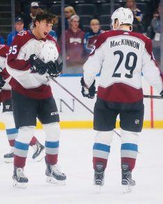 Hot Hockey Players, Flyers Hockey, Boston Bruins Hockey, Nhl Players, Chicago Blackhawks, Hockey Baby, Hockey Girls, Ice Hockey, King Sport