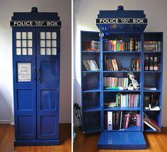 С виду обыкновенная будка, а если открыть, то вместительный шкаф для книг.